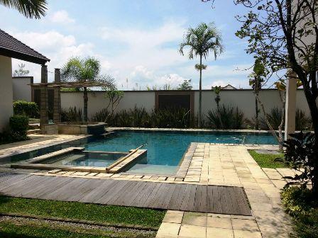 Kolam Renang Villa Gajah Lembang